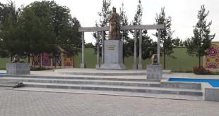 Ҳайкали Исмоили Сомонӣ дар н. Шаҳритуз